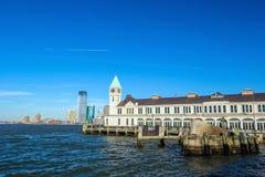 Pilier A dans l'horizon New York de Manhattan de parc de batterie Images libres de droits