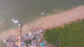 Pilier dans le village de pêche Images libres de droits