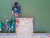 Pilier de bateaux de pêche photos stock