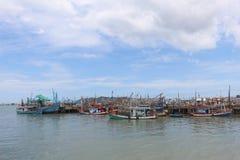 Pilier de bateaux de pêche chez Rayong, Thaïlande Image libre de droits