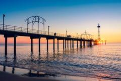 Pilier de Brighton Beach avec des personnes photographie stock libre de droits