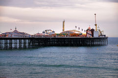 Pilier de Brighton en soirée images libres de droits