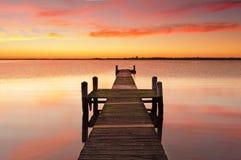 Pilier de jetée de lever de soleil Photographie stock libre de droits