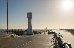 Pilier de Littlehampton et phare, le Sussex, Angleterre Photo stock