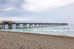 Pilier de pêche de plage de Dania, la Floride photos stock