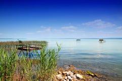 Pilier de pêcheur à la ligne chez le Lac Balaton images libres de droits