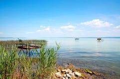 Pilier de pêcheur au lac Balaton, Hongrie images libres de droits