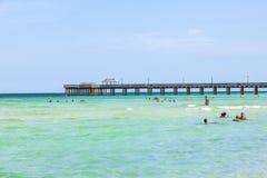 Pilier de pêche en Sunny Isles, la Floride Photo libre de droits