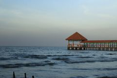 Pilier de plage de Purin dans la régence de Tegal, Indonésie images libres de droits