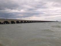 Pilier de port de Progreso dans Yucatan avec l'approche hurrican Image stock