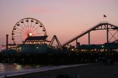 Pilier de Santa Monica au crépuscule Image stock