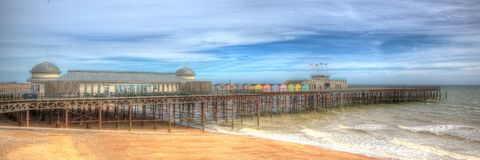 Pilier East Sussex Angleterre R-U de Hastings dans la vue panoramique colorée de HDR photos stock