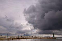 Pilier en Pologne avant la tempête image libre de droits