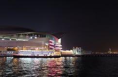 Pilier en Victory Harbour par nuit, Hong Kong Photographie stock
