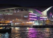 Pilier en Victory Harbour par nuit, Hong Kong Photos libres de droits