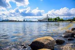 Pilier et promenade de Langelinie à côté de parc de Langelinie à Copenhague centrale, Danemark images stock