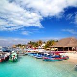 Pilier Mexique coloré de port de dock d'île d'Isla Mujeres Photographie stock libre de droits
