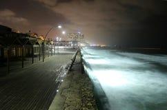 Pilier par nuit Tel Aviv photo stock