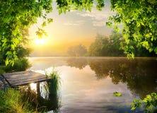 Pilier sur la rivière images libres de droits