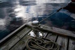 Pilier sur le lac Photographie stock