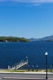 Pilier sur le lac George, NY, Etats-Unis image stock