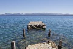 Pilier sur le lac Hausse de l'aventure en San Carlos de Barilochein Images stock