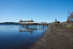 Pilier sur le lac Llanquihue Images stock