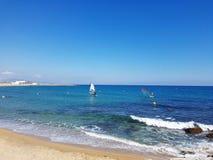 Pilier sur le littoral de la mer Méditerranée à Barcelone, Espagne Images libres de droits
