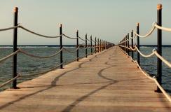 Pilier sur le rivage Photo libre de droits