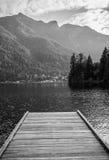 Pilier sur un lac canadien Images stock