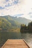 Pilier sur un lac canadien Photographie stock libre de droits
