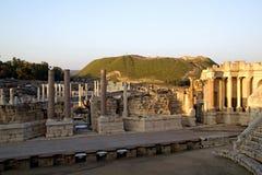 Piliers antiques d'amphithéâtre ruiné de Romains Photographie stock libre de droits