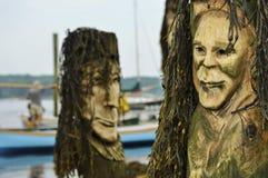 Piliers découpés avec des cheveux d'algue Image stock