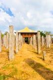 Piliers d'airain V avant de pierre de palais d'Anuradhapura image stock