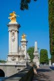 Piliers d'entrée de pont du Pont Alexandre III, France de Paris Photo libre de droits