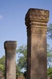 Piliers dans le temple de Banteay Srei Photo stock