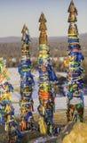 Piliers de chaman de bouddhisme dans le cap Burhan, Baikal, Russie images stock