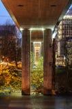 Piliers de passerelle par nuit Photographie stock