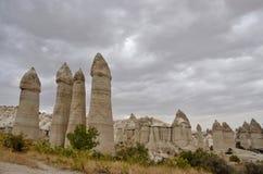 Piliers en pierre volcaniques uniques, ` féerique de cheminée de ` en vallée d'amour, Turquie Photos libres de droits