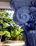 Piliers romains dans le jardin de Thaïlande image libre de droits