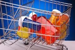 Pille-Flaschen-Einkaufswagen stockbilder