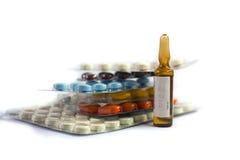 Pille und Ampule lizenzfreies stockbild