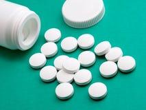 Pille von der Verordnungflasche Lizenzfreie Stockfotos