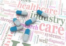 Pillen 3d auf wordcloud der Gesundheitspflege. Lizenzfreie Stockbilder