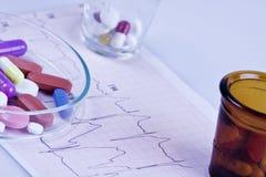 Pillen aan patiënten Stock Afbeeldingen