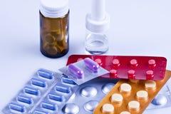 Pillen aan patiënten Stock Afbeelding