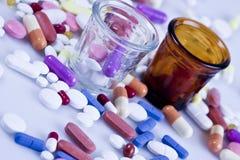 Pillen aan patiënten Royalty-vrije Stock Foto