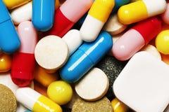 Pillen als Hintergrund Vitamine und Antibiotika stockfotografie