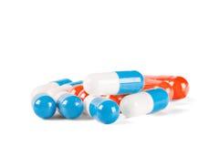 Pillen blau und weiß mit den Schatten Stockfotografie