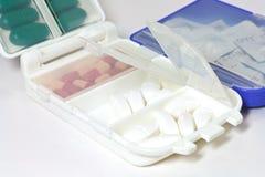 Pillen in de Doos van de Pil Stock Afbeeldingen
